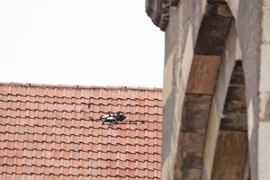 "<div class=""bildtext_en"">» The use of unmanned aerial systems (UAS) for monitoring the condition of buildings offers many benefits</div>"