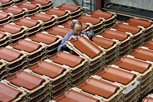 "<span class=""bildunterschrift_hervorgehoben"">»3</span> Quality control at the Koramic Roofing Tiles Plant in Eisenberg/Palatinate"