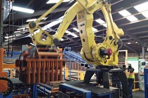 "<span class=""bildunterschrift_hervorgehoben"">»3</span> New robot dehacker at the Boral Bricks plant in Bessemer"