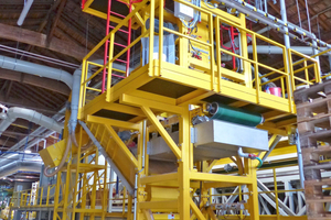 """<div class=""""bildtext_en""""><span class=""""bildnummer"""">»3</span> From the metering station, the mineral wool granulate is fed to the new filling equipment</div>"""