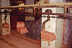 "<span class=""bildunterschrift_hervorgehoben"">»2</span> Circular conveyor, column in the background clad with white-glazed tiles from the 1880s<br />"