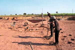 """<span class=""""bildunterschrift_hervorgehoben"""">»</span> Typical South Asian brickworks just outside Mumbai (India, 2011)<br />"""