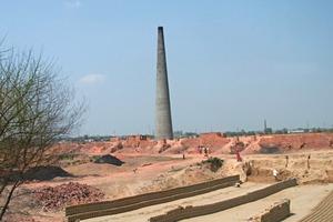 "<span class=""bildunterschrift_hervorgehoben"">»2</span> View of a typical Indian brickworks<br />"