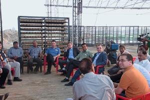 "<span class=""bildunterschrift_hervorgehoben"">»3</span> Talks during an excursion to an Indian brickworks<br />"
