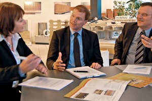 "<span class=""bildunterschrift_hervorgehoben"">»2</span> Márton Varga (at right) and Jörn Böke explain the company's 125-year history to Zi Editor Anett Fischer<br />"