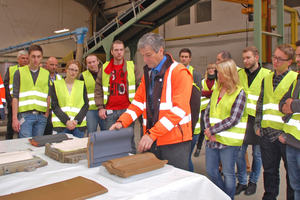 "<div class=""bildtext""><span class=""bildnummer"">»3</span> Plant Manager Ferdinand Kanefzky explained the making of roofing tiles to the students</div>"