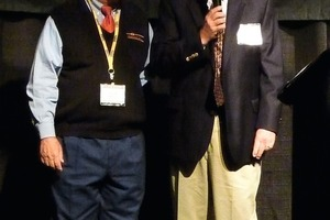 "<span class=""bildunterschrift_hervorgehoben"">»1</span> Denis Brosnan (right) bestowed the Best Speaker Award on Harold Newman, the U.S. brick &amp; tile industry's ""teacher and preacher""<br />"